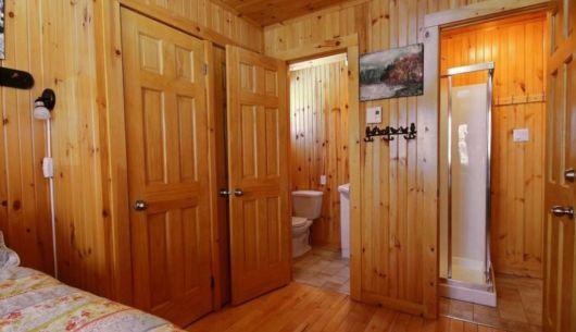 Chambre avec salle de bain attenante - Chalet Ours Noir