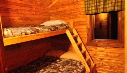Chambre - chaque chambres a un lit doubles et un lit simple pour 6 personnes par chalet