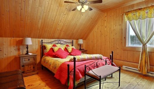 Chambre avec lit Queen - Chalet Mustang
