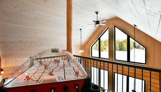 Table de dôme hockey à la mezzanine - Chalet Panache