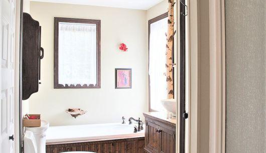 Bain, douche, serviettes fournies et literie complète