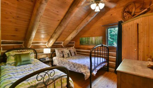 Chambre avec lit Queen et lit simple- Chalet Huard